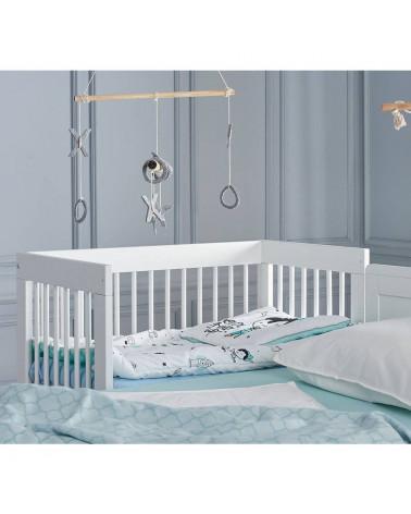 Lit bébé Basic 90x60 à côté du lit des parents
